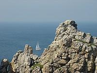 La pointe de Pen-Hir est également l'un des meilleurs sites d'escalade en Bretagne. Haute de 70 mètres, elle offre des voies d'escalade d'une grande variété