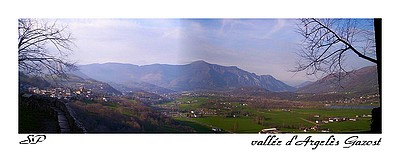 Vue sur la vallée d'Argelès Gazost du belvédère de la chapelle de Pietat (mars 2007).