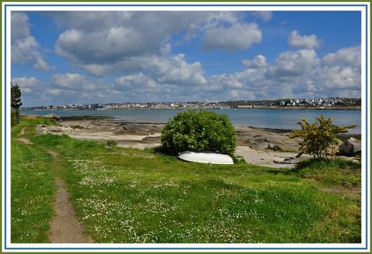 Concarneau vue depuis le sentier côtier du Cabellou. Photo prise le 6 mai 2012.