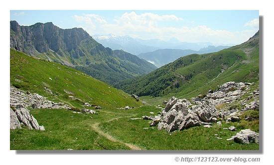 Descente sur Lescun depuis le Pas d'Azun (Vallée d'Aspe - juin 2008) - © http://123123.over-blog.com