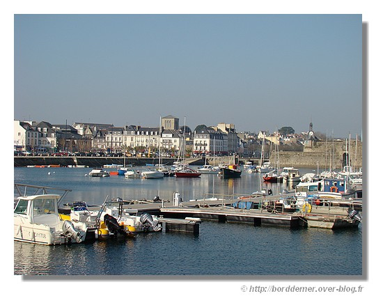 Concarneau et la Ville Close vue du port de plaisance (hiver 2008) - © http://borddemer.over-blog.fr