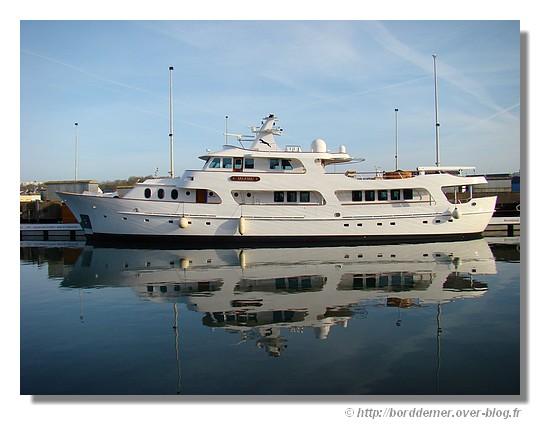 Le luxueux Motor Yacht le JAGUAR long de 38 mètres à quai (ponton JFA), le dimanche 15 mars 2009. - © http://borddemer.over-blog.fr