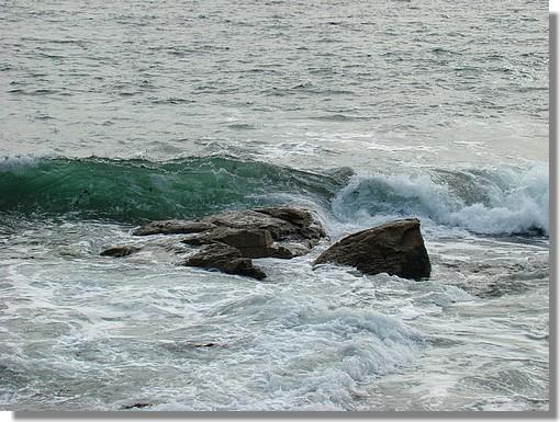 Zoom sur une vague près d'une plage de Trégunc. Photo prise le 21 août 2009. - © http://borddemer.over-blog.fr