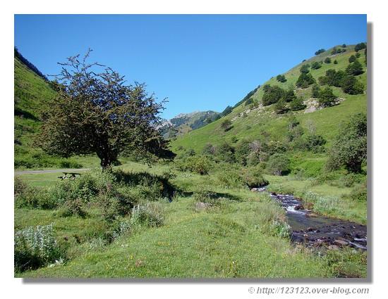 Le Plateau de Lhers dans la vallée d'Aspe (juin 2008) - © http://123123.over-blog.com