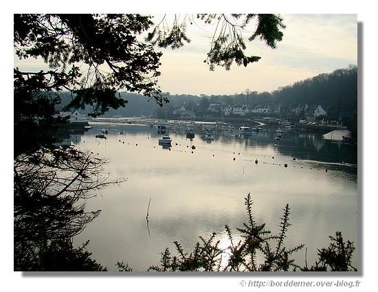 Le Bélon et ses deux ports de chaque côté de la rive. à droite, Moélan/Mer et à gauche, Riec/Belon. - © http://borddemer.over-blog.fr