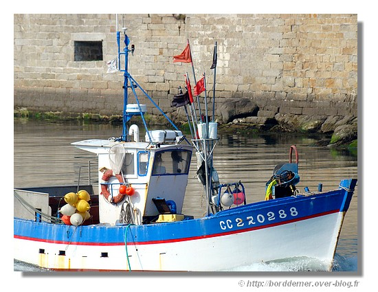 Bateau de pêche de retour dans le port de Concarneau, le jeudi 2 avril 2009. - © http://borddemer.over-blog.fr