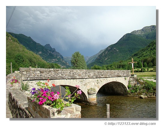 Orgeix dans la vallée d'Orlu en Ariège (Juin 2007) - © http://123123.over-blog.com
