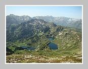 Les étangs de Rabassoles vus du sommet du Pic de Tarbezou. Juin 2007 - Ariège.