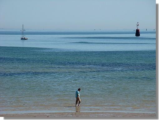 Balade dans l'eau, sur une plage de l'Ile Tudy. Photo prise le mardi 8 septembre 2009. - © http://borddemer.over-blog.fr