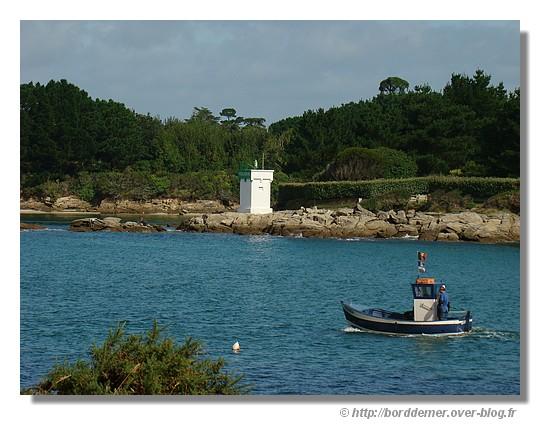 Départ pour la pêche (Anse de Pouldohan - Trégunc - 24 août 2008) - © http://borddemer.over-blog.fr