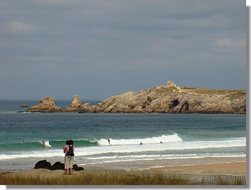 La côte sauvage de la Presqu'île de Quiberon et ses surfeurs. Photo prise le 9 septembre 2009. - © http://borddemer.over-blog.fr