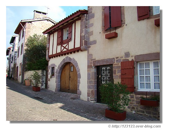 Maisons du Pays Basque (Saint jean Pied de Port en mars 2008) - © http://123123.over-blog.com