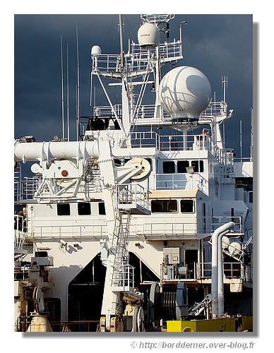 Zoom sur l'Atalante, navire de l'Ifremer (en réparation dans le port de Concarneau). Photo prise le samedi 18 avril 2009. - © http://borddemer.over-blog.fr