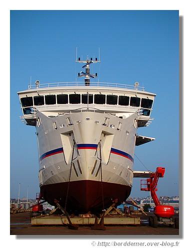 Gros plan sur le bateau Ile de Groix (en réparation dans le port de Concarneau, sur l'air de l'élévateur). Photo prise le dimanche 19 avril 2009. - © http://borddemer.over-blog.fr