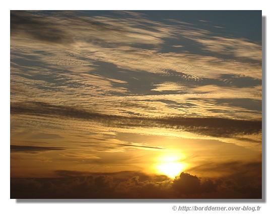 Lumières dans le ciel (coucher de soleil le 07 septembre à Concarneau) - © http://borddemer.over-blog.fr