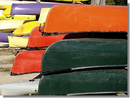 Jeu de couleurs avec ces embarcations dans le petit port de Pont Aven. Photo prise le 12 septembre 2009. - © http://borddemer.over-blog.fr