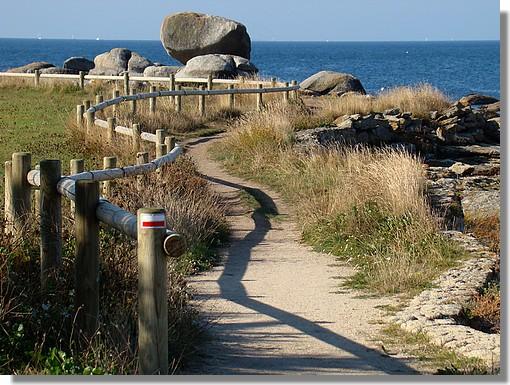 Sentier au bord de la mer. Photo prise le 27 septembre 2009 près de Pouldohan. - © http://borddemer.over-blog.fr