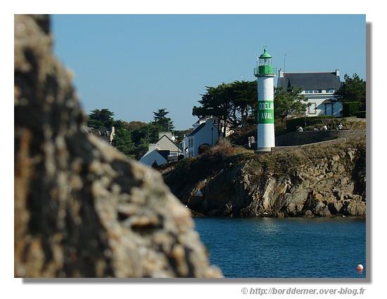 Le phare de Doélan vu de la digue (le 21 septembre 2008 - Clohars Carnoët) - © http://borddemer.over-blog.fr