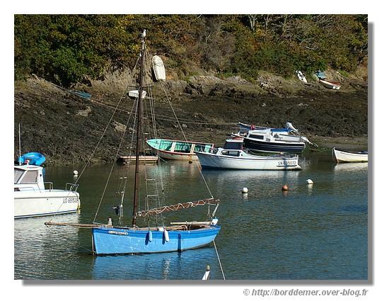 Dans le petit port de Merrien. Vous appercevez peut être le goéland tout en haut du mât. (Moélan/Mer, le dimanche 28 septembre 2008) - © http://borddemer.over-blog.fr