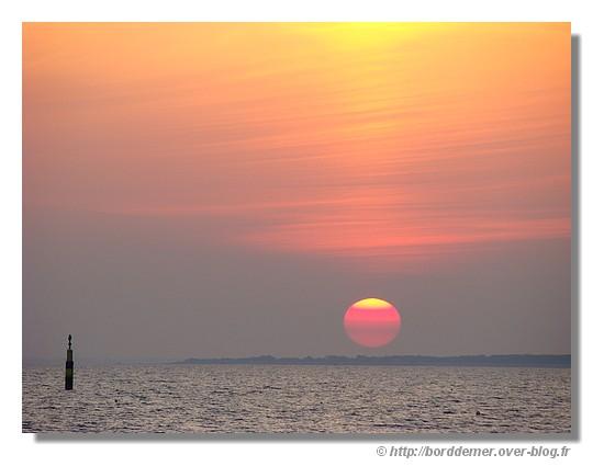 Coucher de soleil sur la baie de Concarneau (le 28 septembre 2008) - © http://borddemer.over-blog.fr
