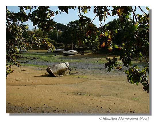 Bateau abandonné sur le Minaouët à marée basse (Concarneau, le mercredi 08 octobre 2008) - © http://borddemer.over-blog.fr