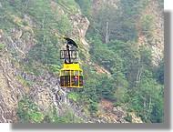 Téléphérique près de l'étang d'Izourt (Ariège).