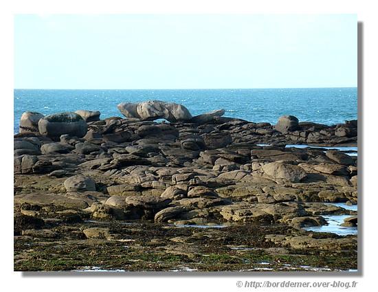 Place à l'imagination devant ces rochers (plage de Loch Roz à Trégunc, le mardi 18 novembre 2008) - © http://borddemer.over-blog.fr