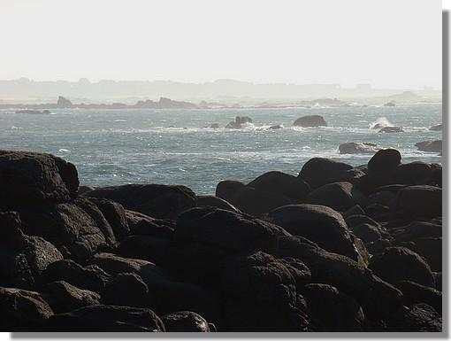 Côte trégunoise. On peut deviner tout au fond la Pointe de Trévignon. Photo prise le 19 novembre 2009 à Pendruc (Trégunc). - © http://borddemer.over-blog.fr