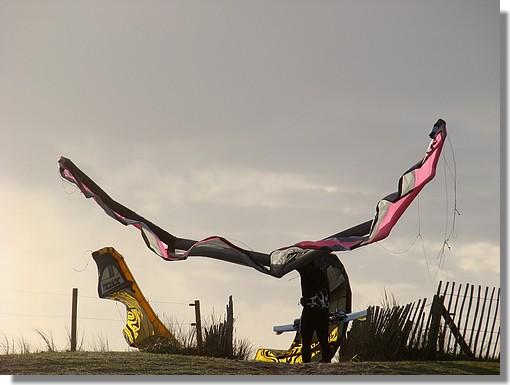 Un kitesurfer avec son équipement. Photo prise le 29 novembre 2009. - © http://borddemer.over-blog.fr