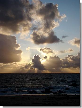Coucher de soleil sur une plage de Trégunc. Photo prise le 29 novembre 2009. - © http://borddemer.over-blog.fr