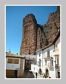 Riglos au pied de Los Mallos en Aragon (Espagne)