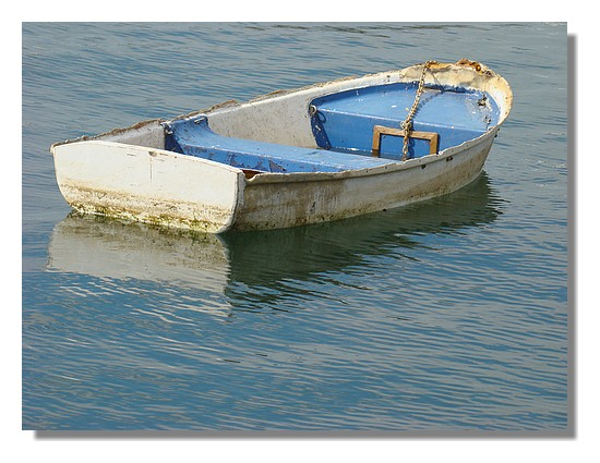 Une petite barque dans le port de Concarneau. Photo prise le 22 juin 2009. - © http://borddemer.over-blog.fr