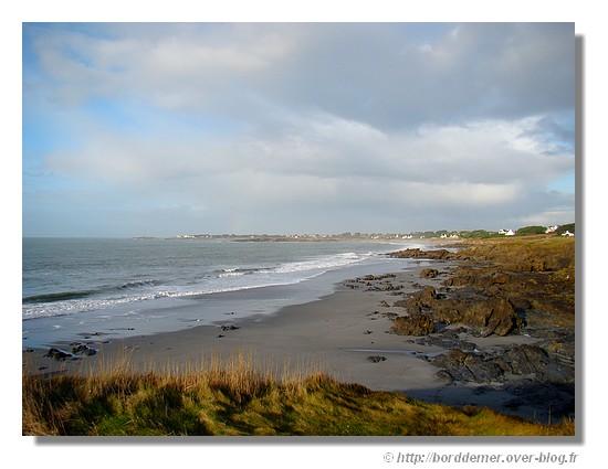 Bord de mer à Trégunc. Tout au fond, on peut reconnaitre Trévignon (janvier 2009). - © http://borddemer.over-blog.fr