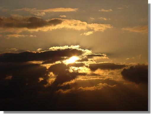 Ciel en fin de journée au-dessus de Concarneau. Photo prise le 2 juillet 2009. - © http://borddemer.over-blog.fr