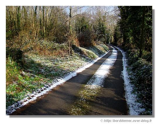 Une petite route de campagne, le mardi 03 février 2009 à Concarneau. - © http://borddemer.over-blog.fr