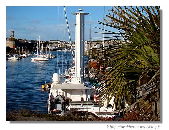 Port de Concarneau avec l'Alcyone au premier plan et la ville close au fond. Le mardi 10 février 2009. - © http://borddemer.over-blog.fr