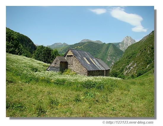 Grange Perry dans la vallée d'Aspe (juin 2008) - © http://123123.over-blog.com