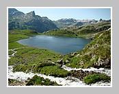 Le lac Roumassot, un des lac d'Ayous (5 au total). Juin 2008 - Pyrénées Atlantiques.