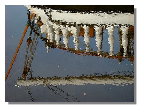 Reflets du Belem dans le port de Concarneau. Le dimanche 26 juillet 2009. - © http://borddemer.over-blog.fr