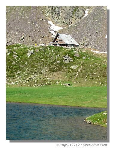 Le refuge du lac Gentau (Pyrénées Atlantiques, juin 2008). - © http://123123.over-blog.com