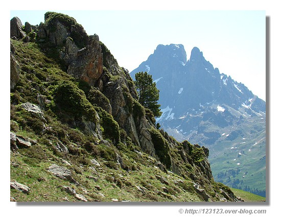 le Pic du Midi d'Ossau vu des lacs d'Ayous - été 2008. © http://123123.over-blog.com