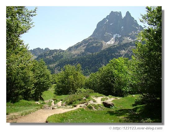 Le Pic du Midi d'Ossau (juin 2008) - © http://123123.over-blog.com