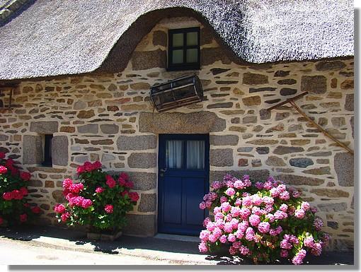 Une des nombreuses chaumières du joli petit village de kercanic à Névez. Photo prise le 27 juillet 2009. - © http://borddemer.over-blog.fr