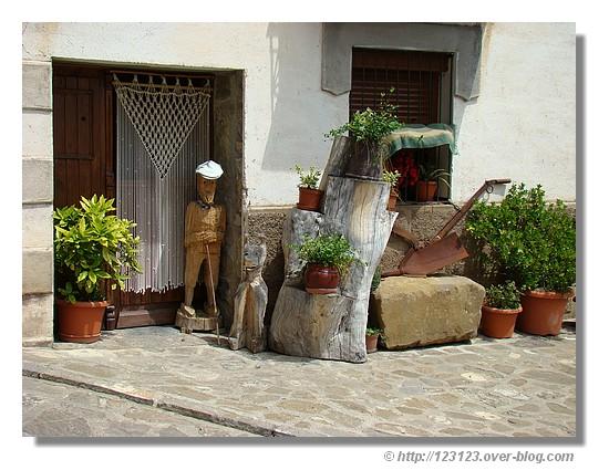 Dans le petit village de Siresa (vallée de Hecho - Aragon - Espagne) - été 2008. © http://123123.over-blog.com