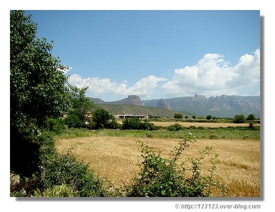 Vue sur El Salto de Roldan depuis le village de Apiès (Aragon, en juin 2008) - © http://123123.over-blog.com