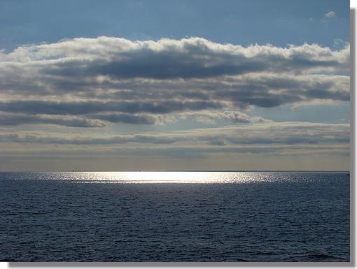Vue sur l'océan depuis une plage de Trégunc. Photo prise le 11 août 2009. - © http://borddemer.over-blog.fr