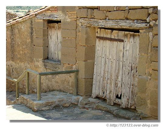 Ruines dans le village de Sabayes (Aragon - Espagne) - été 2008. © http://123123.over-blog.com