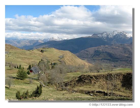 Le Val d'Azun vu du sommet du col du Couraduque (mars 2008) - © http://123123.over-blog.com
