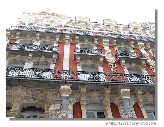 Une facade d'un hotel de Lourdes (mars 2008) - © http://123123.over-blog.com