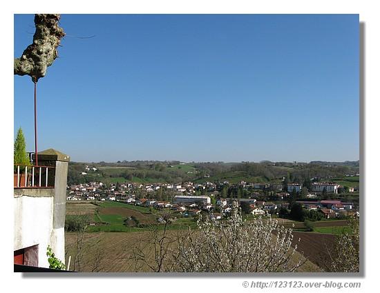 Vue sur les environs de cette jolie ville de Cambo les Bains dans les Pyrénées Atlantiques (mars 2008) - © http://123123.over-blog.com